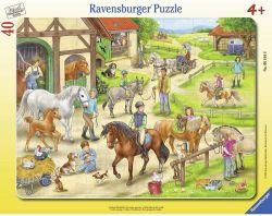 Ravensburger 061648 A lovastanyán 40 darabos puzzle