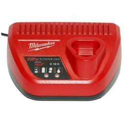 Milwaukee M12 C12 C fekete-piros akkumulátor töltő